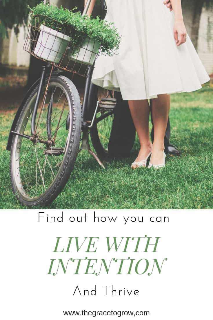 Sick of life just happening to you? Here are 6 steps, backed up with amazing resources, that you can take today to start living with intention. #liveintentionally #intentional #minimalism #faith #christianwoman #momlife